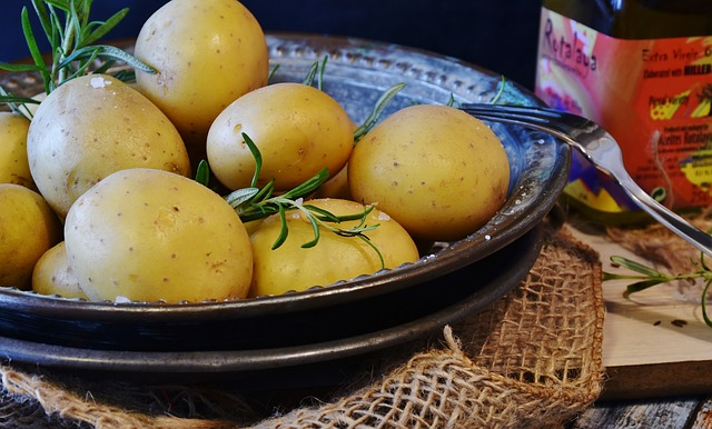 New Potatoes with Olive Oil and Garlic Recipe Photo - Diabetic Gourmet Magazine Recipes